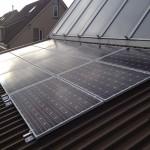 Montage van zonnepanelen doormiddel van montagebeugels met rotatiemethode